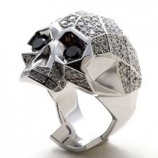 La original debe estar presente en cada uno de los accesorios que lleves contigo Tus dedos también merecen ese toque singular que te pueden dar los anillos de calaveras ¿Qué estás esperando para comprar el tuyo?