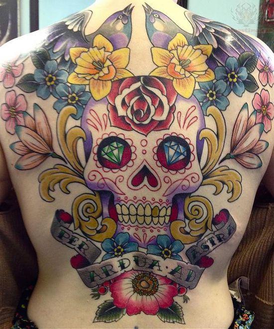 Calaveras tatuadas en la espalda